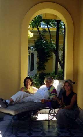 Buenos Aires, dec. 2002. Evelyne, Anne Ancelin Schutzenberger, Laura Bertone